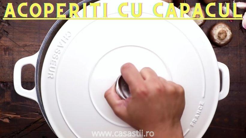 Capacul deasupra pentru supa crema de ciuperci
