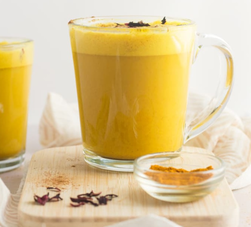 Turmeric Latte Bautura Vegana Delicioasa